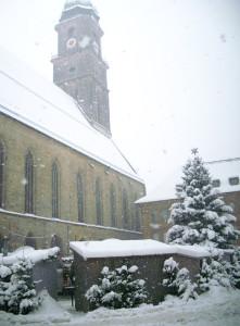 Der Amberger Weihnachtsmarkt im Jahr 2010 im Schutze der Martinskirche
