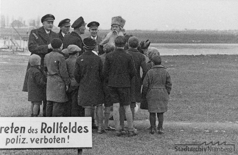 Der Pelzmärtel auf dem Rollfeld des Nürnberger Flughafens