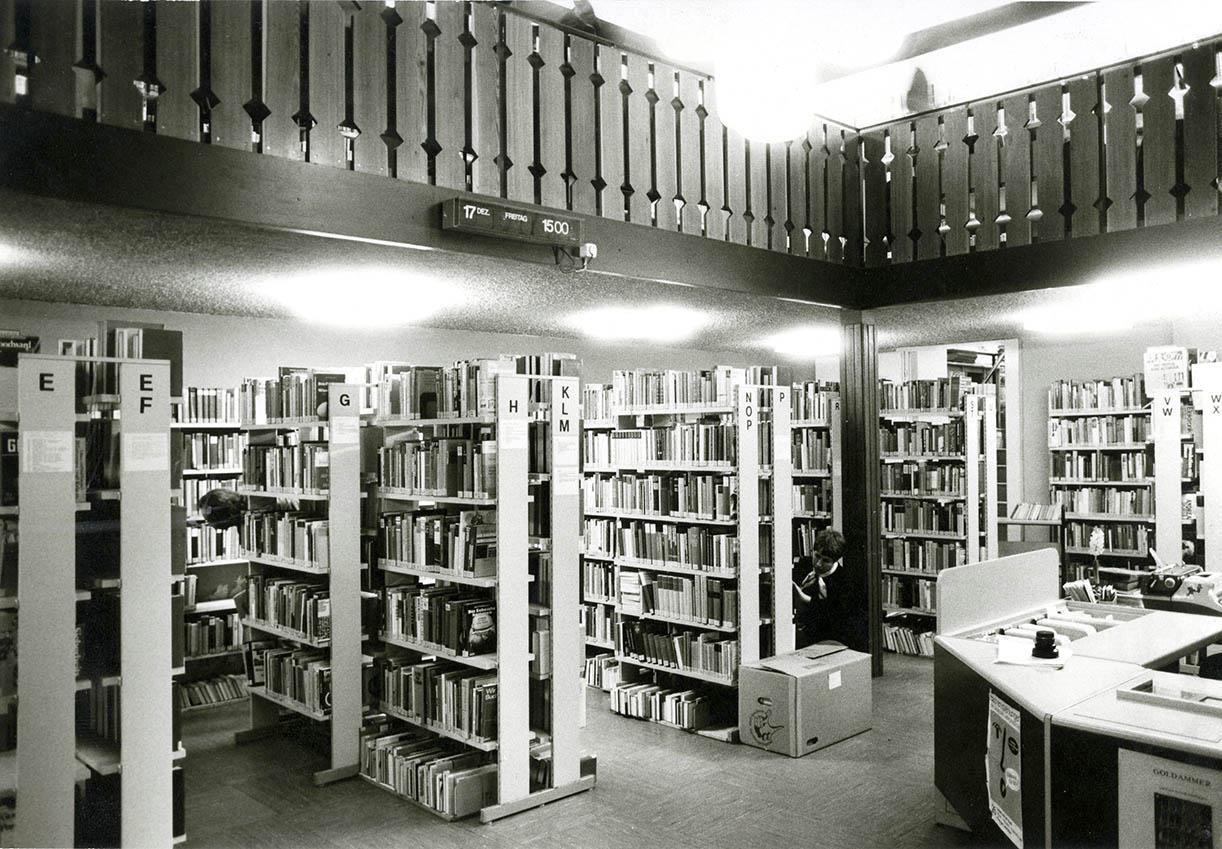 """Die Stadtbücherei Amberg kurz vor ihrem Umzug ins """"Raseliushaus"""" im JAhr 1983"""