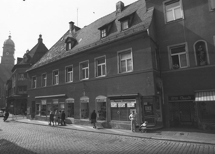 Die Filiale des Bayerischen Schokoladenhaus in der Bahnhofstraße 1 im Jahr 1972