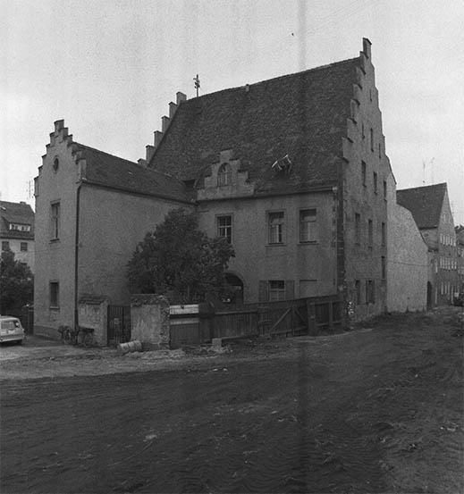 """Das """"Klösterl"""" in der Eichenforstgasse, heute Standort des Amberger Luftmuseums im Jahr 1972. Bis 1966 war hier auch die Stadtbücherei Amberg untergebracht."""