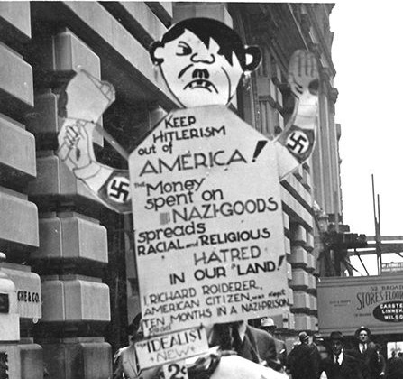 Richard Roiderer 1939 auf dem Broadway in New York (Titelbild).