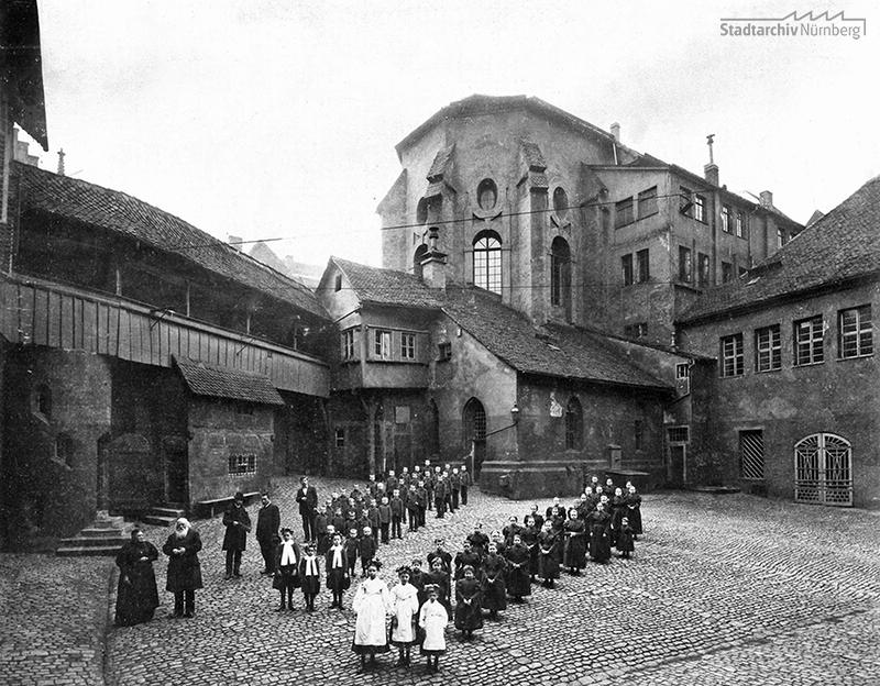 Das Waisenhaus bei der Barfüßerkirche, vor 1900. (Stadtarchiv Nürnberg, A 47/II, Sammlung Ferdinand und Georg Schmidt, KS-127-31)