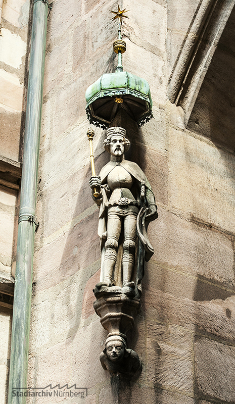 Kaiser Karl IV., Hausfigur am alten Rathaus (Kopie), Fotografie Julia Kraus/Jasmin Staudacher (Stadtarchiv Nürnberg A 96 Nr. 2419)