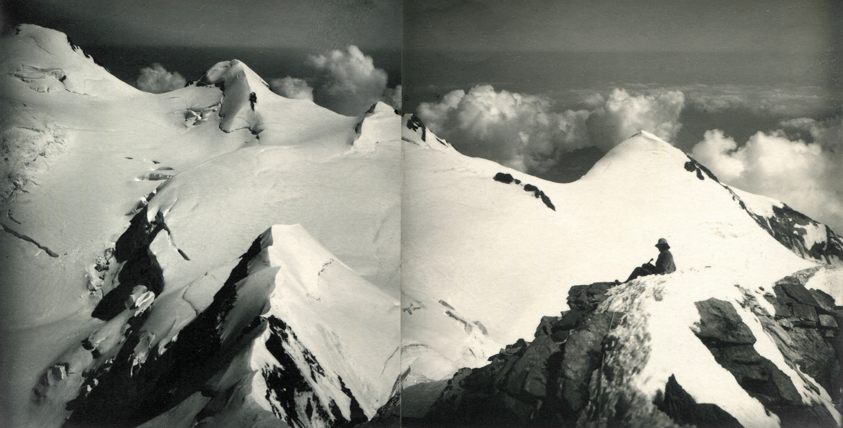 Signalkuppe, Sesiajoch, Parrotspitze, Ludwigshöhe, Schwarzhorn, Vincent-Pyramide vom Liskamm. Aus zwei Aufnahmen zusammengesetztes Panorama. Sommer 1926.