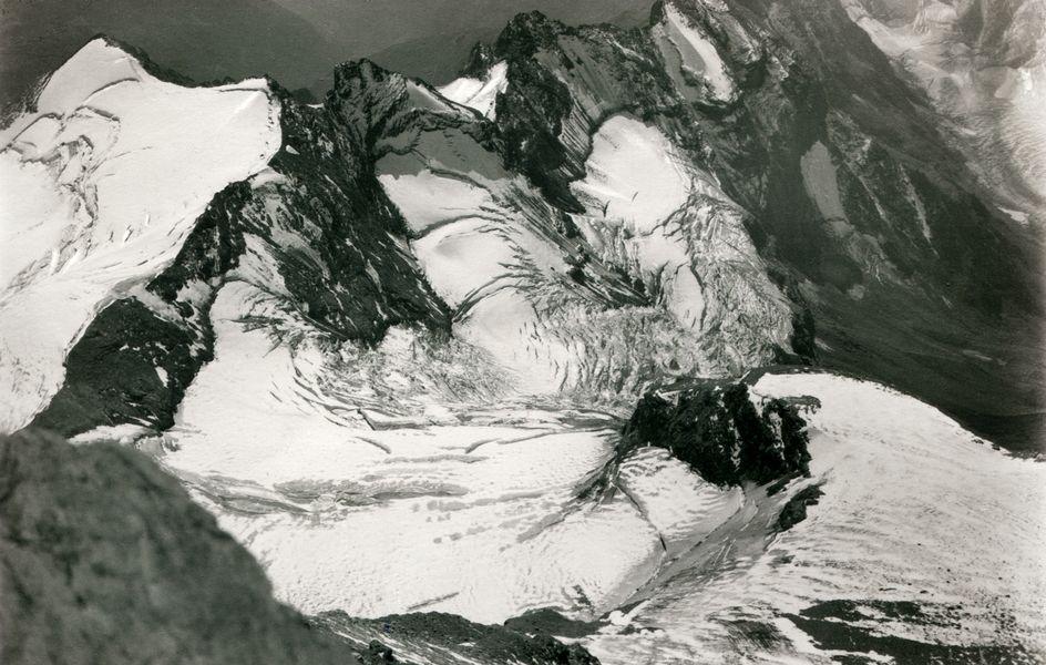 Gran Testa di By, Les Luisettes, Sonadon-Gletscher vom Col zwischen Grand Combin de Valsorey und Grand Combin. Sommer 1928.