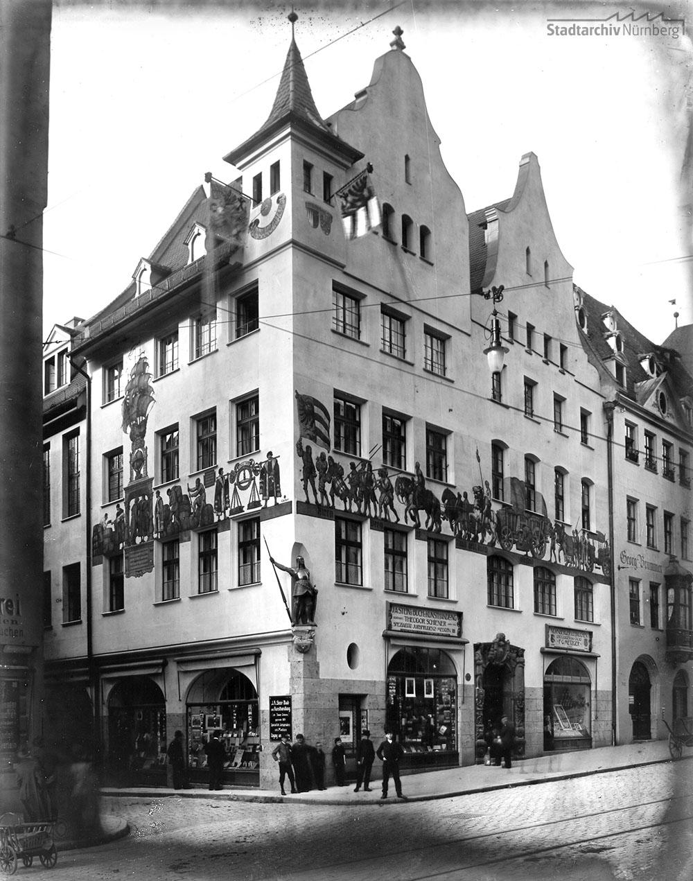 IHK-Gebäude, Hauptmarkt 25. Fotografie von Ferdinand Schmidt, undatiert (um 1900)