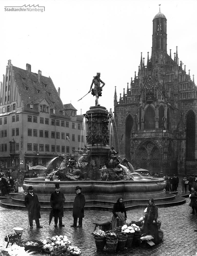 Neptunbrunnen auf dem Hauptmarkt