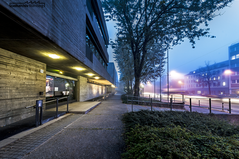 Nachtaufnahme der Norishalle, 2014 (Foto Julia Kraus, Stadtarchiv Nürnberg A 96 Nr. 2630)