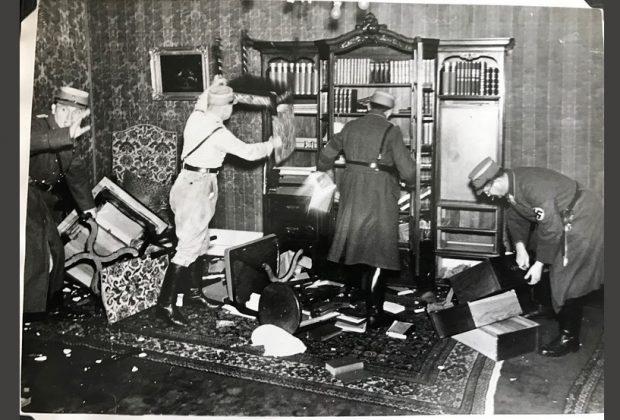 Ein Beispiel aus den auf Twitter veröffentlichen Fotos: SA-Leute verwüsten am 9. November 1938 vermutlich in Nürnberg eine jüdische Wohnung